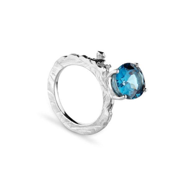 Zydrune Celestial 'Vega' blue ring side view.