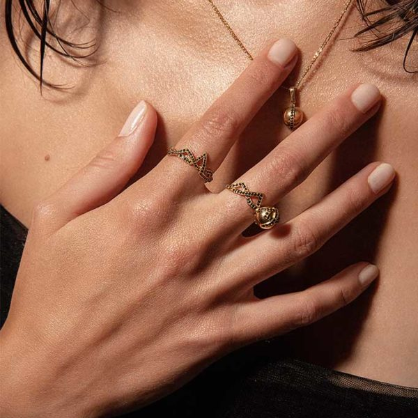 Zydrune jewellery medieval collection model wearing corset lace gold vermeil ring close-up.
